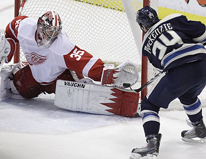 Jimmy Howard denies Derek MacKenzie a high-percentage scoring chance and finishes with 27 saves in the game. (AP)