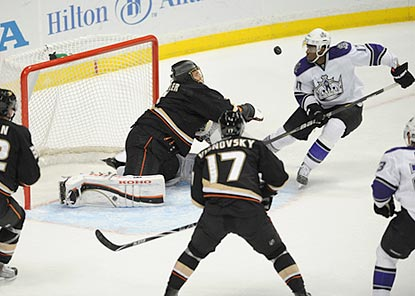 Wayne Simmonds closes in, but Anaheim goaltender Jonas Hiller is there to prevent the puck from going in the net.  (US Presswire)
