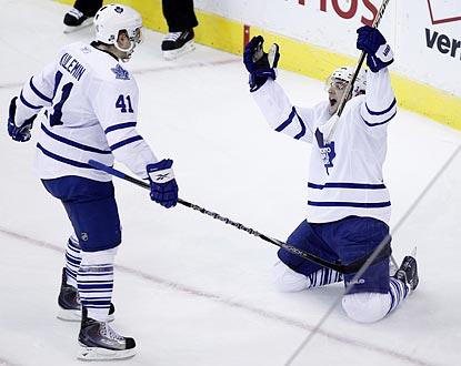 Toronto's Clarke MacArthur (right) celebrates as Nikolai Kulemin prepares to congratulate him on his game-tying goal.  (AP)