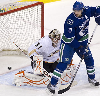 Ryan Kessler deflects the puck past the Ducks goalie for his first of two goals on the night. (AP)