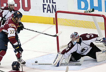 Craig Anderson makes 24 saves to help the Avalanche snap a five-game losing streak on the road. (AP)