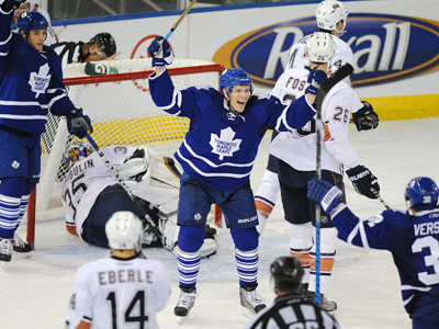 The Leafs' Kris Versteeg celebrates his second-period goal against the Oilers with his teammates.  (US Presswire)