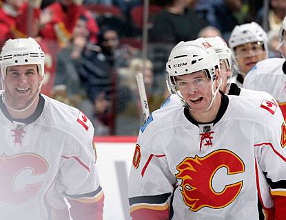 Alex Tanguay (right) puts Calgary ahead for good, scoring the first of three goals in succession in less than a minute. (Getty Images)