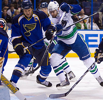 Ryan Kesler (center) looks to score Monday in St. Louis as the Canucks beat back the Blues. (Getty Images)