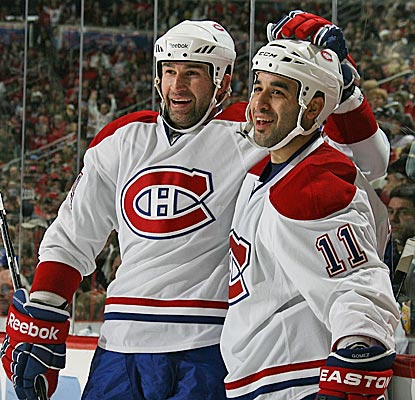 Scott Gomez celebrates his goal with Roman Hamrlik as the Canadiens snap their two-game losing streak. (Getty Images)