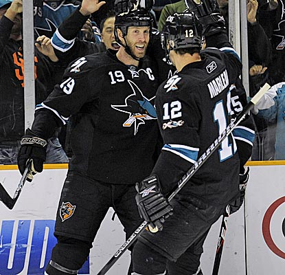Joe Thornton, Patrick Marleau and the Sharks win their fourth game in a row. (Getty Images)