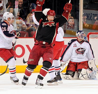 Shane Doan celebrates after his tip-in breaks the deadlock and proves to be the winner for Phoenix. (Getty Images)