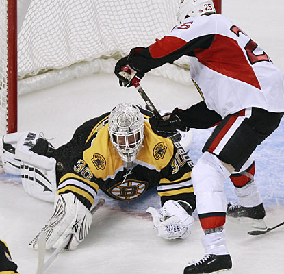 Tim Thomas is at the top of his game once again, making 31 saves for his sixth shutout this season. (AP)