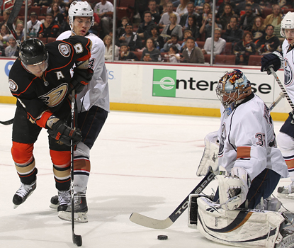 Teemu Selanne of the Ducks shoots against Oilers goalie Nikolai Khabibulin and scores his 1,300th career point. (Getty Images)