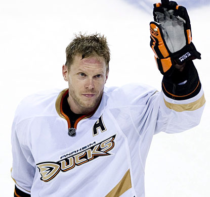 Saku Koivu, who played 13 seasons in Montreal, acknowledges the crowd who respect him for his years with the team. (AP)