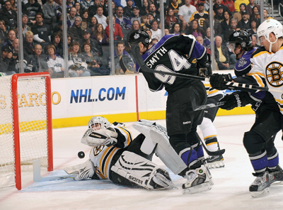 Ryan Smyth scores against Tim Thomas to give the Kings thier first power-play goal in eight games.  (Getty Images)