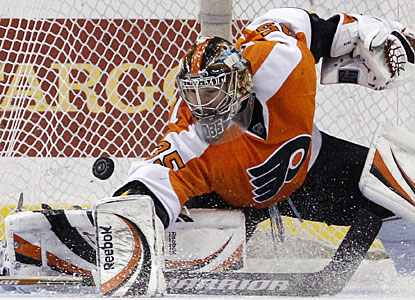 Sergei Bobrovsky makes one of his 29 saves as the Flyers earn the 1,000th home win in franchise history. (AP)