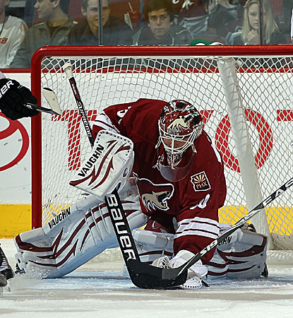 The Coyotes' Ilya Bryzgalov makes one of his 25 saves against the Colorado Avalanche. (AP)