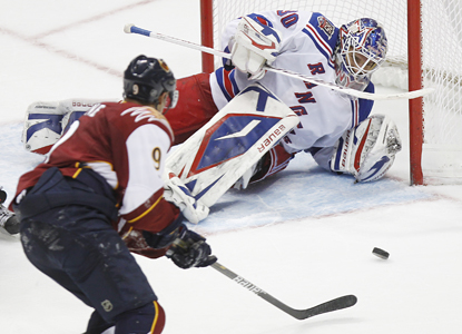 Thrashers left wing Evander Kane scores the game-winning goal past Rangers goalie Henrik Lundqvist. (AP)