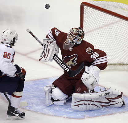 The Capitals' Mathieu Perreault can't get the puck past Ilya Bryzgalov, who makes 29 saves for the red-hot Coyotes.  (AP)