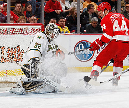 Kari Lehtonen, who has a pretty busy night, denies Todd Bertuzzi for one of his 38 saves in the game. (Getty Images)