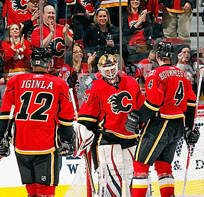 Miikka Kiprusoff gets a standing ovation from his teammates and the Calgary crowd after stopping 27 shots for the shutout. (Getty Images)