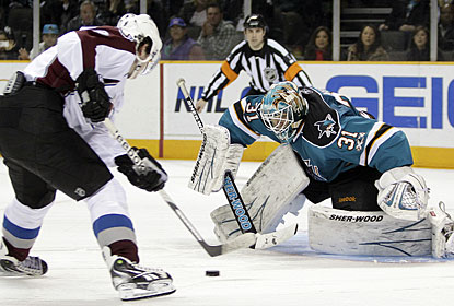 Hours before posting another win, Antti Niemi signs a four-year extension to stay in San Jose. (AP)