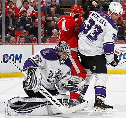 Jonathan Quick makes one of his 28 saves to pick up his 10th win in the last 14 games. (Getty Images)