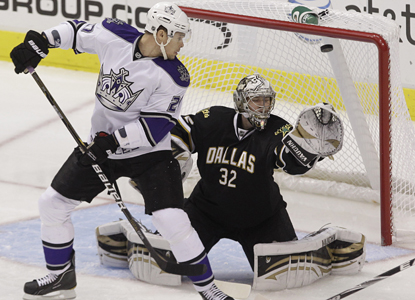 Kings left wing Alexei Ponikarovsky watches as a shot from teammate Drew Doughty sails past Stars goalie Kari Lehtonen. (AP)