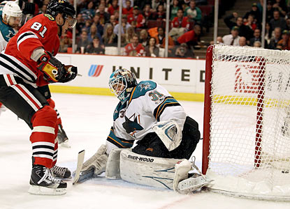 Marian Hossa contributes a pair of power-play goals in the Blackhawks' five-goal second period. (Getty Images)