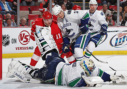 Roberto Luongo does his part for the league-leading Canucks with 39 saves for his 34th win.  (Getty Images)