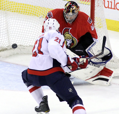 Senators goalie Craig Anderson comes up big against Brooks Laich and the Capitals, recording a 31-save shutout. (AP)