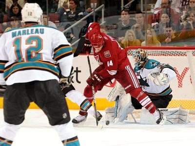 Antti Niemi makes 25 saves -- including this one in traffic -- while leading the Sharks to victory over the Coyotes. (Getty Images)
