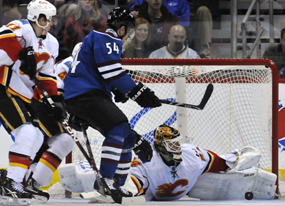 Miikka Kiprusoff stretches out to make a save and ends the game with 34 stops against the Avalanche for the win. (AP)