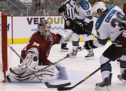 Ilya Bryzgalov makes one of several big-time stops to become the Coyotes' all-time win leader with 131 victories. (AP)