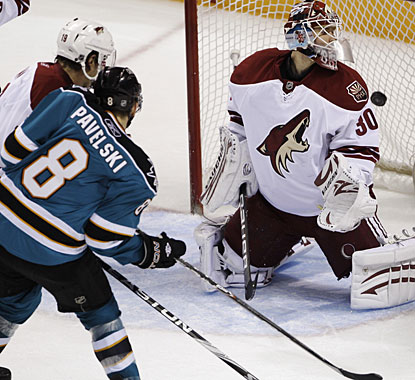 Joe Pavelski scores at least 20 goals in a season for the third consecutive campaign. (AP)