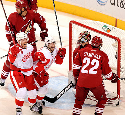 Patrick Eaves (center) scores two of the visitors' six goals and the Red Wings will be moving on to the next round.  (Getty Images)