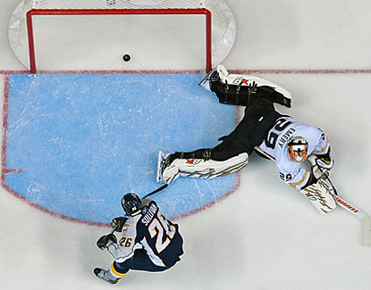 Nashville's Steve Sullivan puts the puck past Anaheim's Ray Emery for a 2-1 lead in the second period. (Getty Images)
