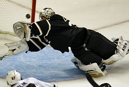 Kari Lehtonen makes a spectacular diving save in the second period, one of his several quality stops. (AP)