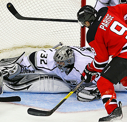 Zach Parise scores a shootout goal against Los Angeles Kings goalie, Jonathan Quick.  (US Presswire)