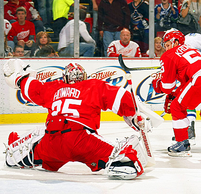 Jimmy Howard leads Red Wings to a shutout game with 25 saves. (Getty Images)