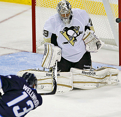 Jets F Kyle Wellwood has his shot ring off the post against Pens' Marc-Andre Fleury.   (AP)