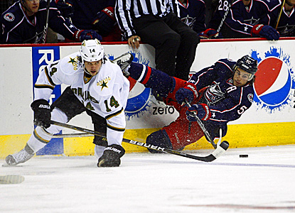 Antoine Vermette (right) of the Blue Jackets battles the Stars' Jamie Benn for the puck. (Getty Images)