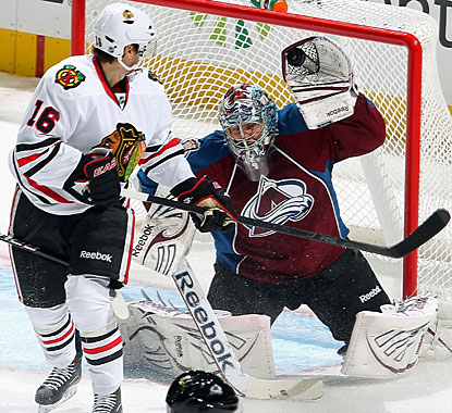 Semyon Varlamov stops 28 shots, including this one on Markus Kruger (16), but it's not enough to win another game. (Getty Images)