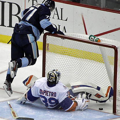 Evgeni Malkin beats Rick DiPietro in the shootout as the Pens overcome a two-goal deficit to collect both points. (AP)
