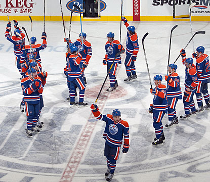 Edmonton players acknowledge the crowd after sending the Capitals to their first defeat. (Getty Images)