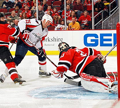 Jason Chimera (25) outskates two Devils defensemen to score and lead Washington to victory. (Getty Images)