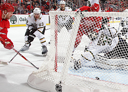 Johan Franzen (left) scores in the third period to lead Detroit to a victory over Dallas. (Getty Images)