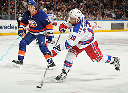 In the battle of N.Y. rivals, Brad Richards makes sure the Rangers keep their winning streak intact with this go-ahead goal. (Getty Images)