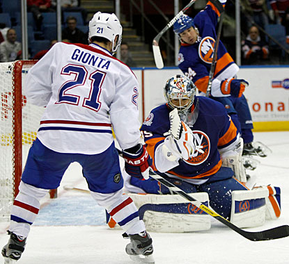 Rick DiPietro, who comes in relief for an injured Evgeni Nabokov, stops 24 shots to preserve the win. (AP)