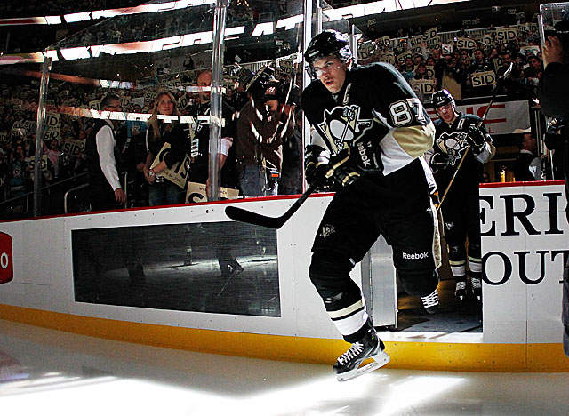 Crosby returns to the ice for the first time in over 10 months as the Penguins take on the Isles. (Getty Images)