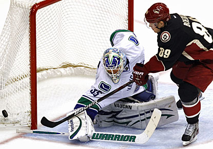 Cory Schneider stops Mikkel Boedker for one of his 21 saves and Vancouver's most lopsided win this season. (AP)