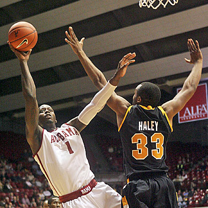 JaMychal Green (left) adds 21 points to Alabama's victory over the Virginia Commonwealth Rams. (AP)