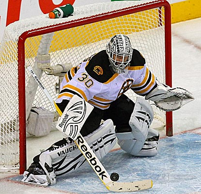 Boston goalie Tim Thomas plays huge against the Pens, stopping 45 shots in a Bruins win. (US Presswire)