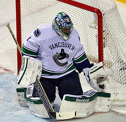 Roberto Luongo is giving early, but tightens up in shootout to send the Vancouver to its third straight win. (US Presswire)